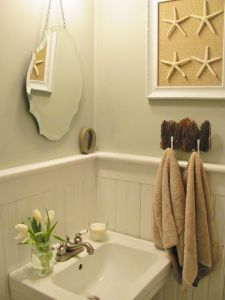 Beach farmhouse bathroom