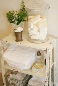 Shelf & accessories in powder room